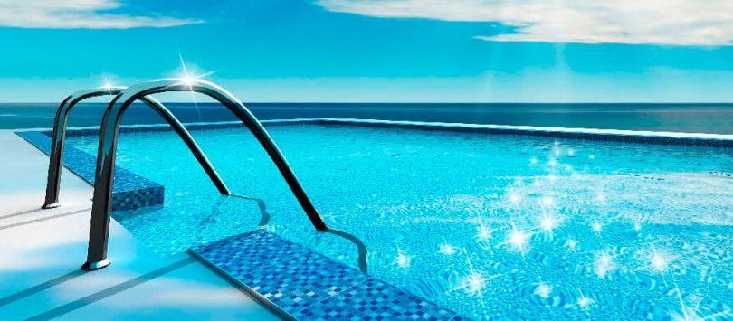 La principal aplicación del hipoclorito sódico es en el mantenimiento y desinfección de aguas empleadas para piscinas.
